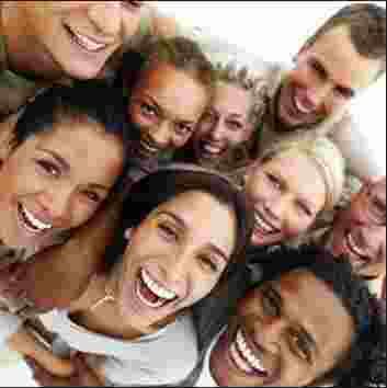 jovenes cristianos alegres