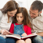Padres educan a sus Hijos